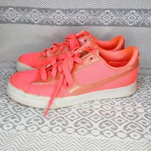 Nike Tennis shoes coral color US 8,5